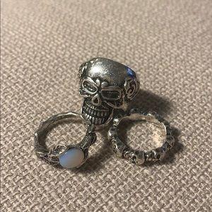 Set of three skull rings